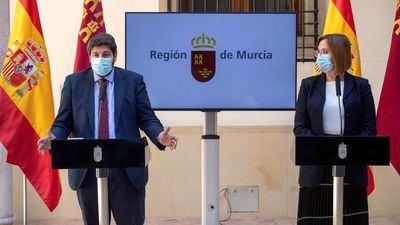 El presidente de la Comunidad de Murcia, Fernando López Miras, y la vicepresidenta Isabel Franco, durante la rueda de prensa. EFE/Marcial Guillén
