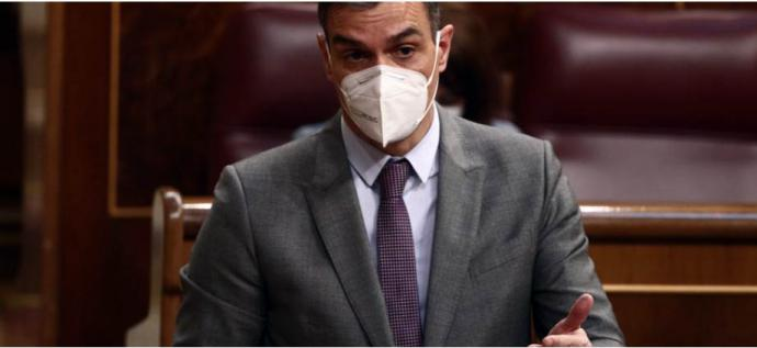Sánchez dice que a Casado 'se le está poniendo cara de Albert Rivera' y el líder del PP le responde: 'Y a usted de Zapatero'
