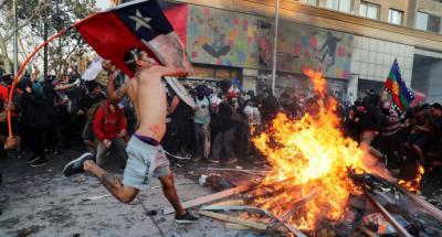 Violencia y huelga general agitaron Chile con masivas movilizaciones este martes