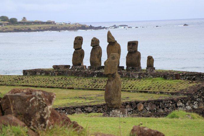 Moai en Isla de Pascua, en medio del oceáno Pacífico (Crédito foto: Ministerio de Bienes Nacionales de Chile). (