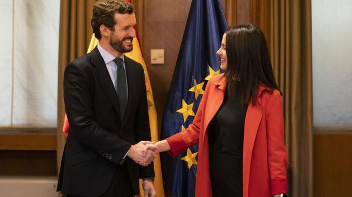 Casado y Arrimadas, en febrero, cuando acordaron concurrir juntos a las elecciones vascas y catalanas.PP