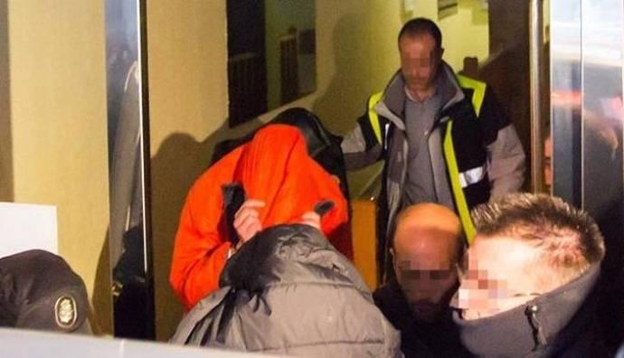 Tres futbolistas arrestados por agresión sexual a menor