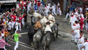 San Fermín: tres corneados dejó el octavo y último encierro en Pamplona