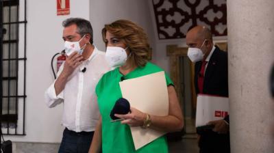 Susana Díaz, Juan Espadas y Luis Ángel Hierro en el momento del debate de primarias del PSOE andaluz.María José López / Europa Press
