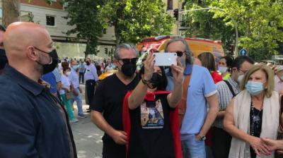 Olona se hace una foto con De Quinto y Girauta antes de la manifestación de Colón.I.S.U