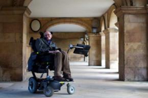 Stephen Hawking, un científico brillante con estatus de estrella del rock