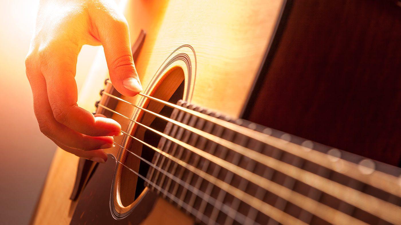 Cómo Aprender A Tocar La Guitarra | Euro Mundo Global