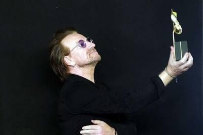 Bono de U2, gran triunfador en los 40 Music Awards