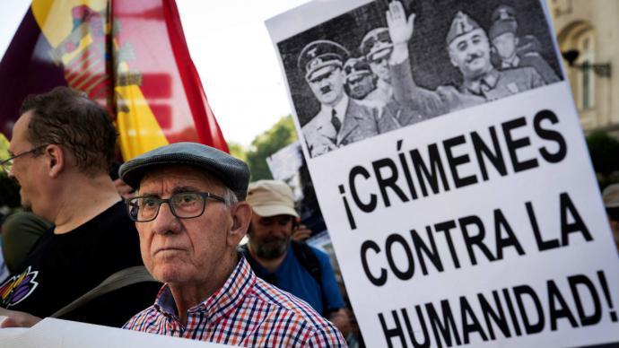 El Congreso aprueba la exhumación de los restos de Franco