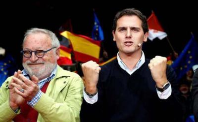 Rivera disfruta del mitin de Errenteria junto a Fernando Savater
