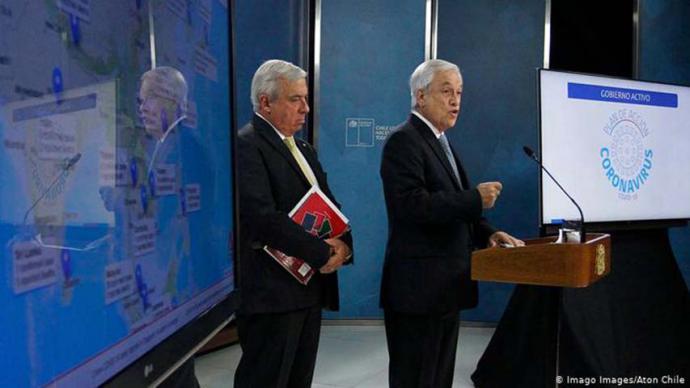 El ministro de Salud, Jaime Mañalich, (i( y el presidente Sebastián Piñera