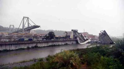 Derrumbe de un puente en Génova deja más de 30 muertos