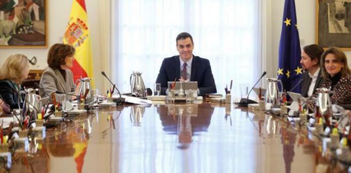 Sánchez pide a sus ministros que se pongan 'manos a la obra' y prioriza las medidas sociales pero evita aclarar el calendario