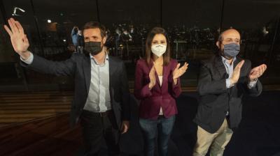 Pablo Casado, Lorena Roldán y Alejandro Fernández, el viernes, en Barcelona.PP