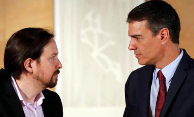 El presidente del gobierno Pedro Sánchez (D) y el líder de Podemos Pablo Iglesias