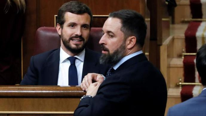 Pablo Casado y Santiago Abascal durante un Pleno del Congreso.Imagen de archivo.