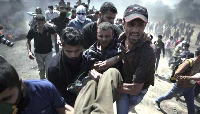 Fuerzas de Israel matan al menos a 58 palestinos en la frontera con Gaza