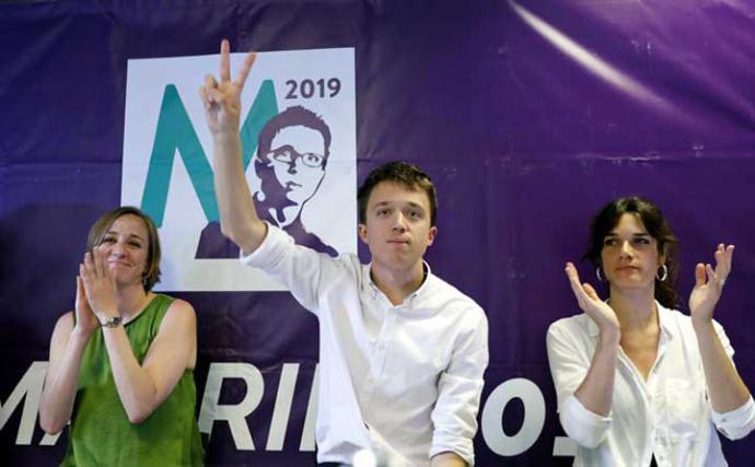 Tania Sánchez, Íñigo Errejón y Clara Serra, en el acto de las primarias de Podemos en Pozuelo. MARTA JARA / POZUELO DE ALARCÓN (MADRID)