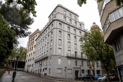 El 'hotel cerrado al público' en el que se aloja Ayuso ha tenido otros inquilinos durante todo el estado de alarma