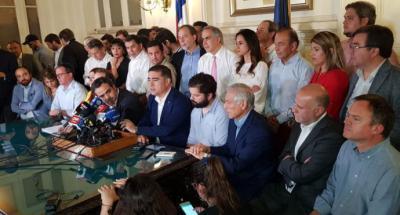 Histórico acuerdo en Chile de plebiscito para dejar atrás Constitución de Pinochet