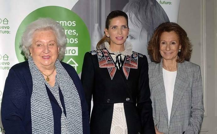 """La Infanta Doña Pilar de Borbón muestra una vez más su """"real"""" interés por los más desfavorecidos"""