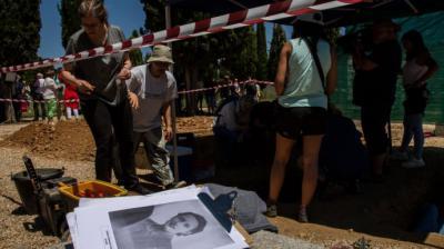 Exhumación de Genara Fernández García, maestra republicana fusilada en 1941, en el cementerio de León.Asociación para la Recuperación de la Memoria Histórica (ARMH)