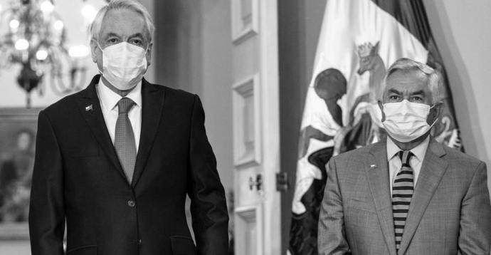 El presidente de Chile, Sebastián Piñera (izquierda), junto al nuevo ministro de Salud, Enrique Paris.