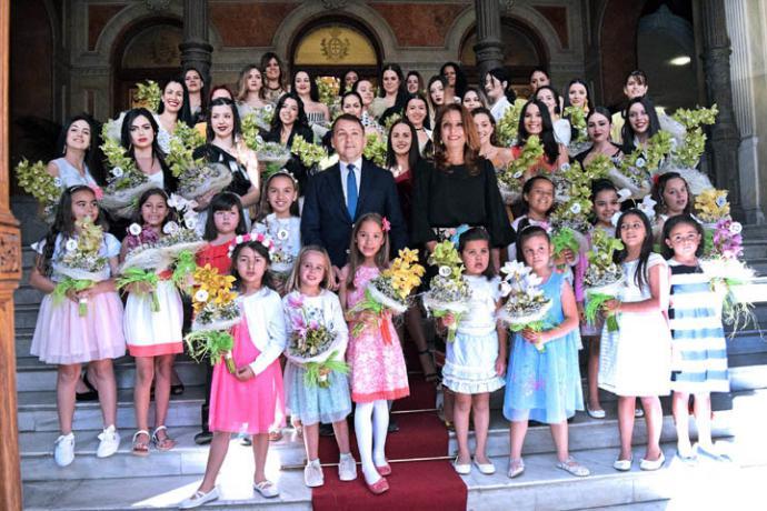 El alcalde de Santa Cruz de Tenerife, recibe a las 44 aspirantes a Reina de las Fiestas de Mayo adulta e infantil