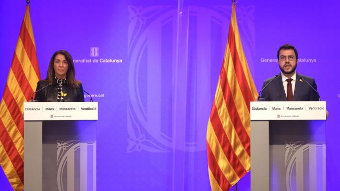 La consellera de la Presidència, Meritxell Budó, y el vicepresident, Pere Aragonès, comparecen tras la firma del decreto
