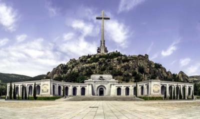 El Gobierno admite problemas legales aún sin resolver para sacar a Franco del Valle de los Caídos