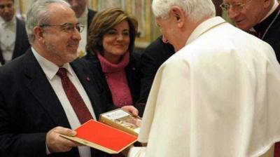 Benedicto XVI recibiendo al presidente de la UCAM, José Luis Mendoza, en una imagen de archivo