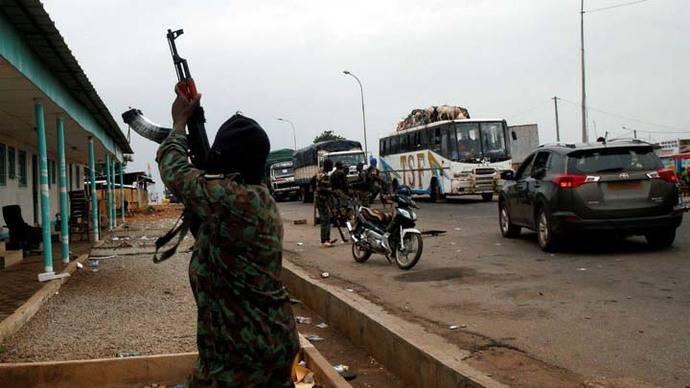 Soldados amotinados cortan calles y disparan al aire en Costa de Marfil