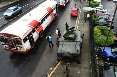 Soldados salvadoreños llevaron a cabo una operación de seguridad lanzada por el Gobierno, después de que se produjeron 400 homicidios en el mes de septiembre.