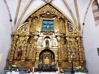La localidad cántabra de Casar de Periedo, cuna de artesanos de la madera.