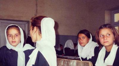 iñas en una escuela de Naciones Unidas, Afganistán. 2006Olga Rodríguez