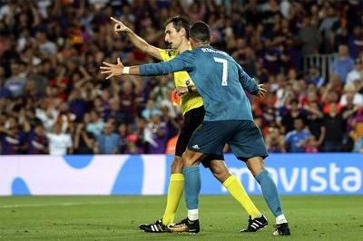 Cristiano al momento de su expulsión en el juego de ida de la Supercopa de España.