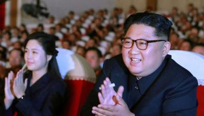 Kim Jong-uny su mujer en el Teatro de las Artes de Mansudae, en la capital norcoreana.