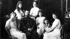 El zar Nicolás II, su esposa y sus cinco hijos
