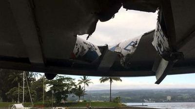 El impacto abrió una brecha en el techo de la embarcación