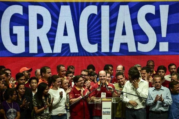 Julio Borges, presidente del parlamento dominado por la oposición, se dirige a los venezolanos.