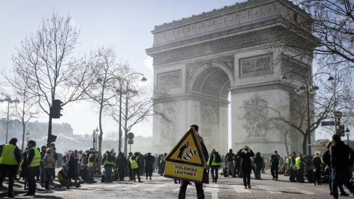 Choques y saqueos en nueva protesta de los 'chalecos amarillos' en París