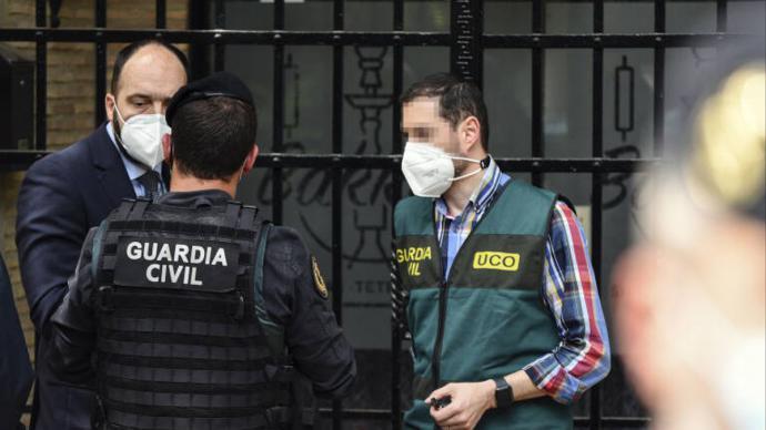 Agentes de la UCO de la Guardia Civil durante el transcurso de la operación Azud.Jorge Gil / Europa Press