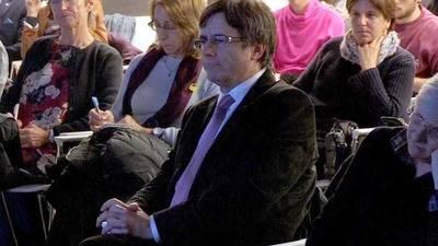Puigdemont y sus consejeros preparan su estrategia electoral en Bruselas