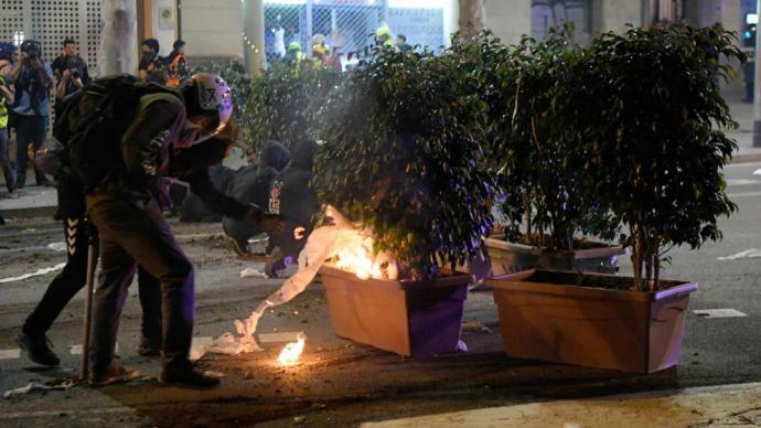 Gobierno y partidos convierten los disturbios tras la sentencia del procés en munición electoral para el 10N
