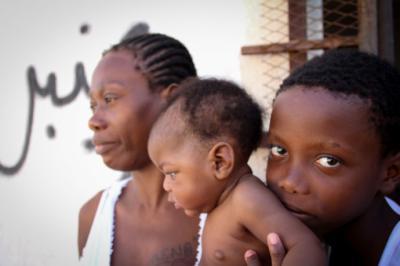 Sobrevivientes del naufragio que provocó la muerte de cien personas. MSF