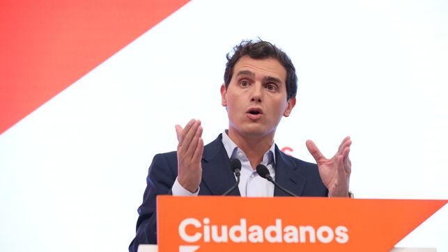 Rivera pide ahora a Sánchez una 'reunión urgente' tras haberse negado a acudir a Moncloa para hablar de la investidura