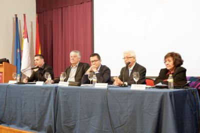 El Ayuntamiento y los académicos de La Argamasilla rinden homenaje al escritor Ángel Dotor