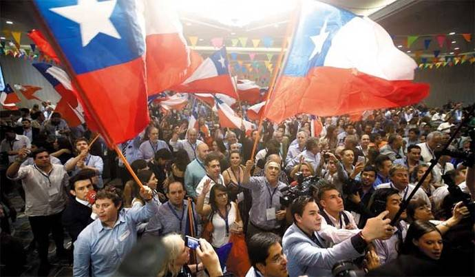 Partidarios de Piñera celebran su triunfo en las calles de Santiago