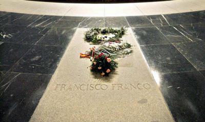 Pedro Sánchez pretende sacar a Franco del Valle de los Caídos