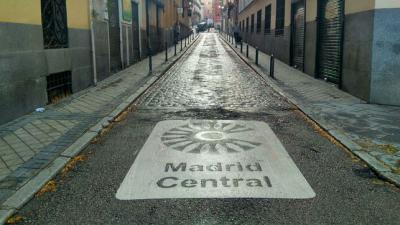 Uno de los accesos a Madrid Central, en el primer día de restricción del tráfico. SOFÍA PÉREZ MENDOZA